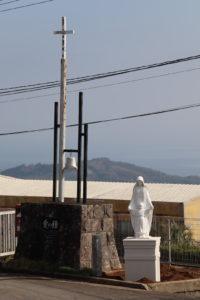愛の鐘と聖母子像